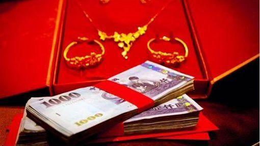 ▲結婚女方要百萬聘金,他怒拖不娶反遭網友打臉。(圖/資料照)