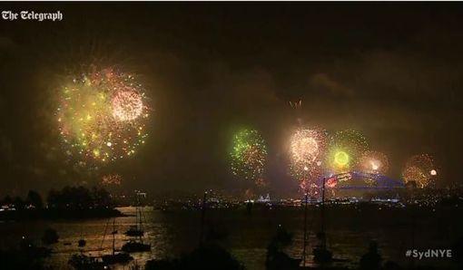 澳洲雪梨跨年煙火_The Telegraphhttp://www.telegraph.co.uk/news/2017/12/31/new-years-eve-celebrations-world-welcomes-2018-samoa-becomes/