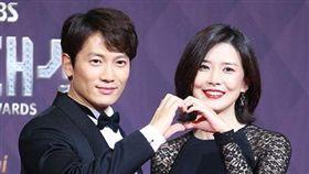 SBS演技大賞/池晟、李寶英 圖翻攝自韓網 https://www.weibo.com/1766065563/FCe7HbKxj?from=page_1006061766065563_profile&wvr=6&mod=weibotime