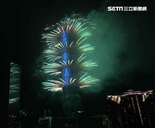 2018台北101大樓跨年煙火。(記者邱榮吉/攝影)