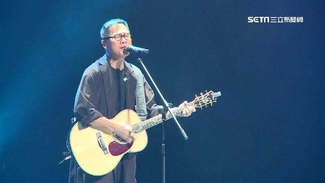 羅大佑跨年北京開唱 上萬歌迷同歡