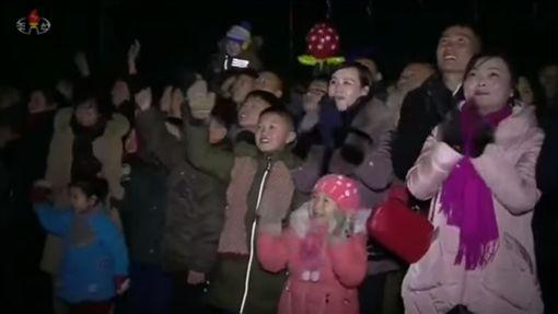 北韓,跨年,煙火(https://www.youtube.com/watch?v=nt1Wq7t3FPU)