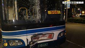 台北市今(1)日發生公車追撞事故!下午5點47分,仁愛路與敦化南路一段交叉路口,指南客運、新店客運2台公車發生追撞事故,11位傷者送醫。