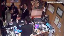 5男1女酒後欲投宿台北市士林區星美飯店,遭到飯店人員以客滿回絕,一行人便砸毀大廳玻璃門洩憤,警方循線傳喚4人到案,訊後依恐嚇及毀損等罪送辦(翻攝畫面)