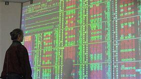 台股開高走高(1)台北股市2日開高走高,收盤漲67.87點,收10710.73點,漲幅0.64%,成交金額新台幣1035.59億元。中央社記者董俊志攝 107年1月2日