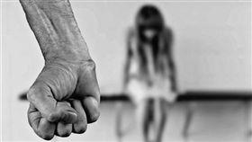 (圖說有誤,非資料照)▲少女因為嘗禁果被抓包,反誣告老爸性侵。(圖/示意圖/資料照)