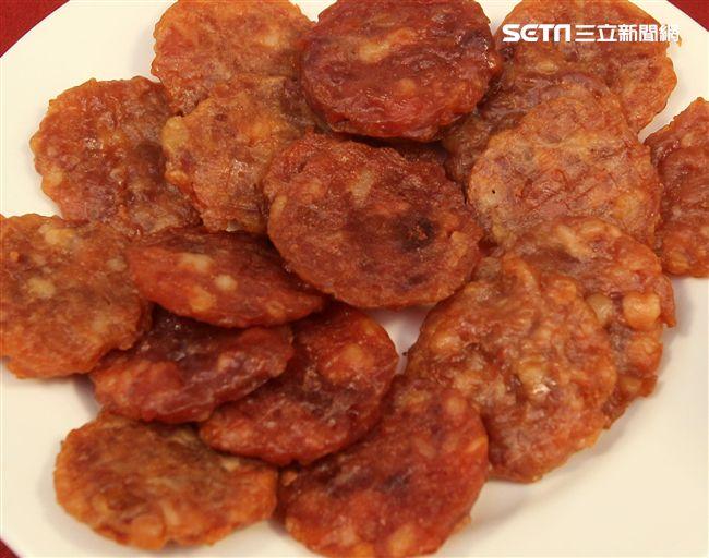 國軍新式野戰口糧原味豬肉乾。(記者邱榮吉/攝影)。(記者邱榮吉/攝影)