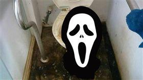 太可怕了!有女網友在網路上抱怨,一名房客將她家的廁所用得相當髒亂,不管是地板還是馬桶都黑成一片,網友看到後直呼太誇張,還有網友搞笑說,「租客的屁股威力也太猛了吧!」(圖/爆廢公社)