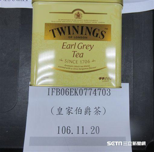 英國知名茶葉名牌「TWININGS皇家伯爵茶(EARL GREY HARM)」,被檢出殘留農藥超標。(圖/食藥署提供)