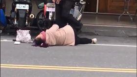 情侶當街吵架。(圖/翻攝自《加藤軍台灣粉絲團 2.0》臉書)