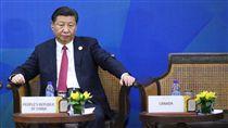 習近平出席APEC領袖與ABAC代表對話2017年亞太經濟合作會議(APEC)經濟領袖與企業諮詢委員會(ABAC)代表對話10日下午在越南峴港舉行,中國國家主席習近平(圖)出席。中央社記者吳翊寧越南峴港攝 106年11月10日