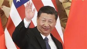 川習北京會見記者(2)中國國家主席習近平與美國總統川普9日在北京人民大會堂共見記者,習近平與川普先後「致詞」說明上午雙邊會談成果,沒有接受媒體提問,也都未提及台灣議題。圖為習近平揮手致意。(中新社)中央社  106年11月9日