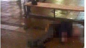俄軍校生慶新年玩「俄羅斯轉盤」 一槍爆頭慘死街頭 圖/翻攝自英國都市報