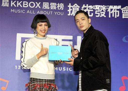 魏如萱、J.sheon 獲選第13屆KKBOX風雲榜年度創作精神獎及年度最佳新人。(記者邱榮吉/攝影)