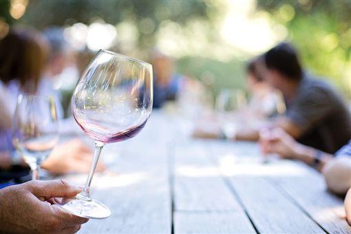 示意圖/喝酒,酒精,酒杯(圖/翻攝自Pixabay)https://goo.gl/dKCeuJ