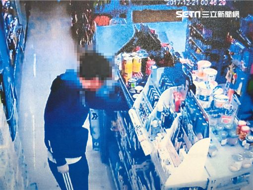 許男在超商竊取岡本002保險套遭逮(翻攝畫面)