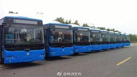 我不能送大家了!公車停路邊 司機請乘客下車後昏迷死亡(圖/翻攝自微博)