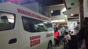 以為裡面有黃金…菲律賓工人拿鐵槌敲砲彈 8人被炸死 圖翻攝自推特