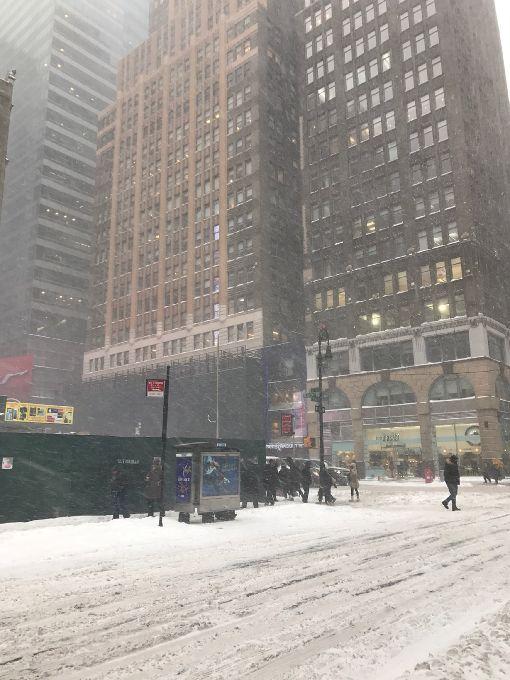 暴風雪襲美東3州  降雪量創單日新高暴風雪4日(本地時間)侵襲美東3州,降雪量創單日新高,紐約市進入緊急狀態,全市停課一天。中央社記者黃兆平紐約攝  107年1月5日