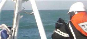 中國漁船撈過界 南韓海警狂轟453發子彈(圖/翻攝自韓聯社)