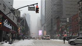 暴風雪侵襲大紐約  到處積雪泥濘不堪暴風雪4日(本地時間)侵襲美東3州,紐約市進入緊急狀態,到處積雪泥濘不堪,影響交通。中央社記者黃兆平攝 107年1月5日
