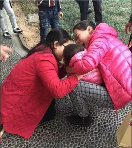 女童窒息 女醫「口對口吸痰」吃入嘔吐物…持續猛吸不停!圖/廣州日報