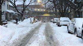 暴風雪襲紐約 皇后區降雪最多暴風雪4日(本地時間)侵襲美東3州,大紐約地區降雪量約達9到13英寸,又以皇后區最多。中央社記者黃兆平紐約攝 107年1月5日