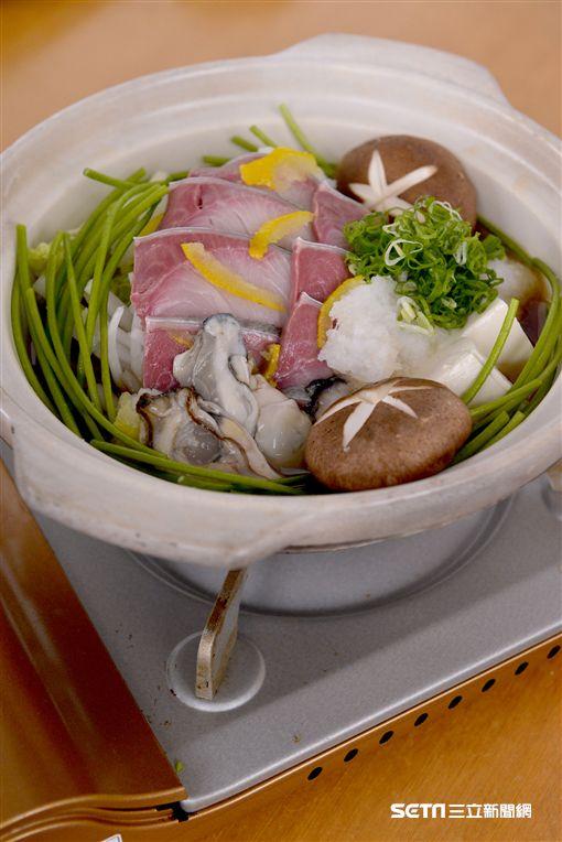 日本特點暖鍋,牛大腸豬肉酒粕味噌鍋、鱉高湯雞肉白菜鍋、鰤魚牡蠣柚香鍋。(圖/和食EN供應)