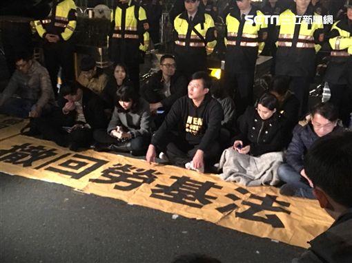 抗議勞基法 時代力量轉往總統府靜坐絕食 圖/翻攝畫面