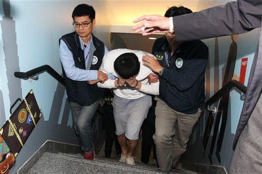 趙準基被驅逐出境(圖/翻攝畫面)