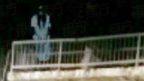 女鬼,阿飄,檳城,馬來西亞,巫裔,水閘,釣蝦,自殺,舟,長髮,錄到鬼,靈異照片 圖/翻攝自東方日報 https://goo.gl/x62zuL