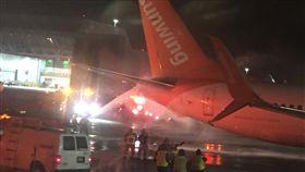 加拿大2飛機擦撞起火!168名乘客尖叫逃竄 無人身亡 圖翻攝自推特