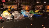 黃國昌躺在雨裡,時代力量,勞基法,抗議