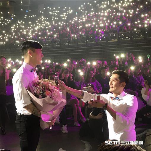 蔡健雅演唱會上扮紅娘!助攻白襯衫帥哥向男友求婚圖/民眾提供