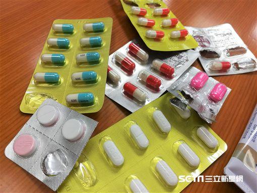 藥丸,感冒,發燒,頭痛,藥品(圖/記者楊晴雯攝)