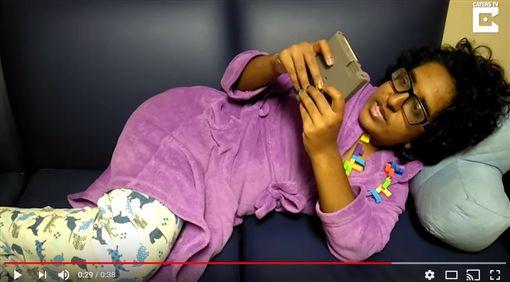 戀物癖,女大生,遊戲,俄羅斯方塊,結婚,男朋友(圖/翻攝自Caters Clips YouTube)https://www.youtube.com/watch?v=8s8K8SS1uiU