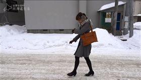 低溫驟降不少人會選擇洋蔥式穿搭保暖,但到各地旅遊時,該如何禦寒呢?臉書粉絲團「台灣女孩的北海道生活」教民眾3大要點在北海道的正確穿衣,並傳授最夯的北海道旅遊「玉米式」穿法!(圖/翻攝自台灣女孩的北海道生活)