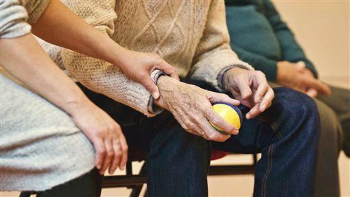 老人,照顧,撫養,看護(圖/pixabay)