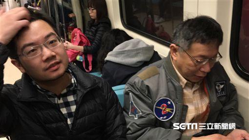 柯文哲搭捷運上班 盧冠妃攝