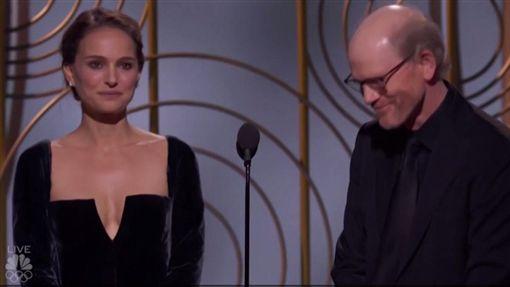 娜塔莉波曼(Natalie Portman)導演霍朗華(Ron Howard)2018金球獎/翻攝自NBC