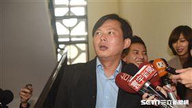 時代力量立委黃國昌出席勞基法黨團協商。 圖/記者林敬旻攝