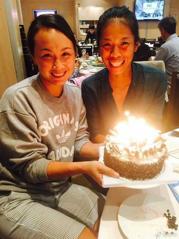 ▲彭帥(左)與謝淑薇再度合拍,卻在雪梨女網賽首輪遭淘汰。(圖/翻攝自謝淑薇臉書)