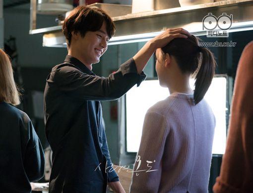 ▲梁世宗在《愛情的溫度》和徐玄振大談姐弟戀。(圖/翻攝自SBS官網)