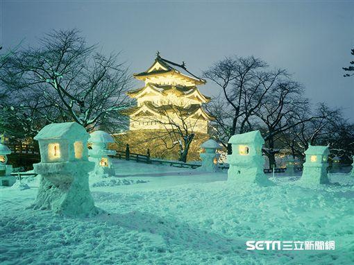 日本東北雪祭,青森弘前城雪燈籠祭。(圖/易遊網提供)
