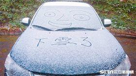 台東南橫向陽派出所下雪(關山警分局提供)