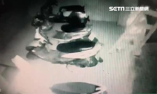廖男潛入防火巷架梯偷拍女大生,遭警方依妨害秘密罪函送法辦(翻攝畫面)