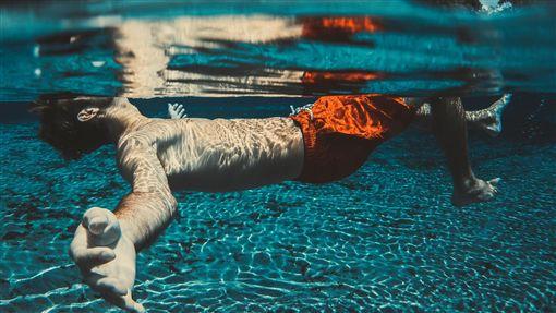 16:9游泳圖/翻攝自pixabayhttps://pixabay.com/photo-1854203/
