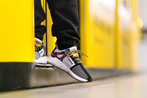 年票,柏林,柏林地鐵,柏林運輸公司,跑鞋,EQT,adidas,BVG 圖/翻攝自推特