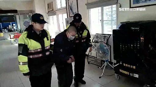 入獄前加油趁隙偷零錢盒 男遭員工壓制