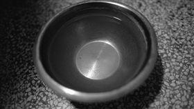 碗,水,喝水,鐵碗 示意圖/翻攝自Pixabay